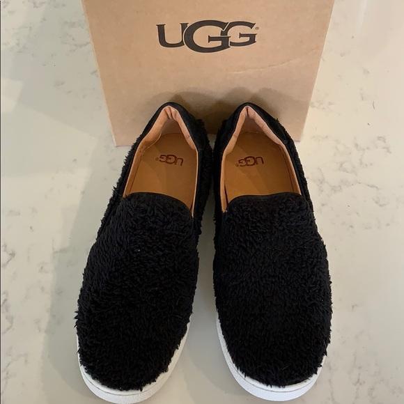 133b5e6328b UGG Ricci Women's black slides BNWT- size 7.5 🥿 NWT